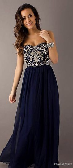 love this gorgeous prom dress
