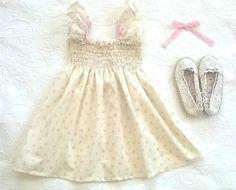 Vestido de elásticos cru com flores e renda de algodão cor de rosa - Ecru elastic dress with pink flowers and cotton lace