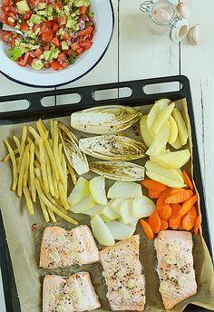 Ryba z blachy z warzywami z soczystą salsą - jednoblachowe danie obiadowe, a do tego fit i zdrowe :)