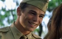 Josh Harnett in the Pearl Harbor movie...Omg I LOVE his smile here!!