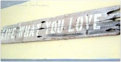 diy stenciled driftwood sign***Research for possible future project.