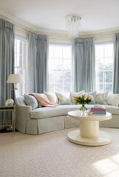https://i.pinimg.com/236x/03/98/aa/0398aa090b95314e361b163a4a585c8e--bay-window-curtains-bay-window-seating.jpg