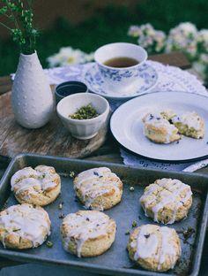 Chamomile Lavender Scones are the perfect tea time snack. Tea Recipes, Breakfast Recipes, Dessert Recipes, Cooking Recipes, Brunch, Lavender Scones, Tart, Lavender Recipes, Chamomile Recipes