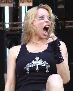 Angela Gossow; a qn por poco le salgo del closet por myspace jaja #tweenshit
