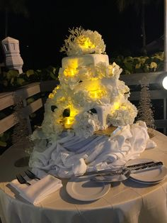 Light Up your wedding cake with candles for a beach Christmas theme.