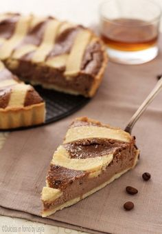 Ricotta tart, coffee and rum: the Casatella terracinese Dulcisss in the oven by Leyla Sweet Recipes, Cake Recipes, Dessert Recipes, Flourless Chocolate Cakes, Bread Cake, Italian Desserts, Bakery Cakes, Breakfast Cake, Sweet Tarts