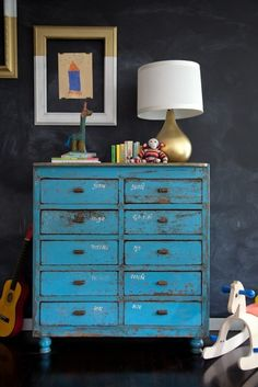 chalkboard wall - playroom - chest of drawers - turquoise - schoolbord - kinderkamer