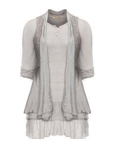 Longshirt mit passender Weste in Taupe-Grau designed von Nostalgia in der Kategorie Shirts bei navabi.de