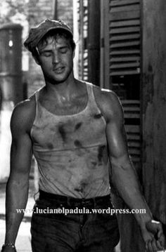 Marlon Brando Attori in canottiera dalla old hollywood al link: lucianolapadula.w... #20s #30s #40s #50s #abiti #actor #attore #attori #beauty #blog #blogger #canottiera #cinema #costumi #fashion #fashionhistory #film #gay #hollywwod #intimo #libro #lucianolapadula #machoman #moda #naked #oldhollywood #outfit #sex #sexsymbol #sexy #silentmovie #slip #storiadelcinema #storiadellamoda #undershirt #underwear #fotografia