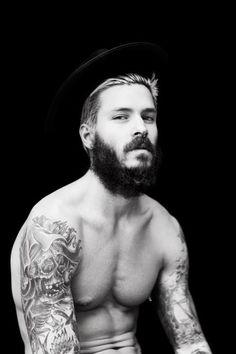 models with beards | My Eyes - Mateus Verdelho