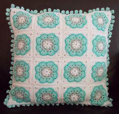 ideas for crochet granny square pillow pattern african flowers Cushion Cover Pattern, Crochet Cushion Cover, Crochet Cushions, Crochet Quilt, Crochet Cross, Crochet Home, Crochet Gifts, Crochet Granny, Crochet Motif