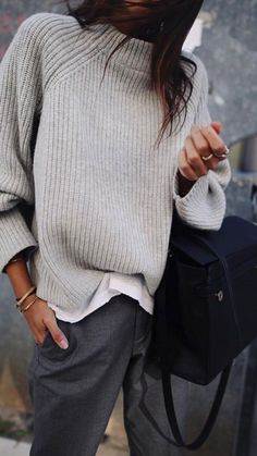 what to wear with grey pants Fashion Mode, Look Fashion, Womens Fashion, Lifestyle Fashion, Trendy Fashion, Luxury Fashion, Mode Outfits, Casual Outfits, Fashion Outfits