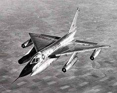 戦略爆撃機コンベアB58 東西冷戦の初期、ソ連の防空網をかいくぐって侵入し、核爆弾による攻撃を仕掛ける目的で開発された…
