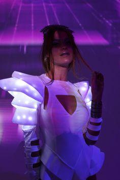 Karneval Diy, Ropa Shabby Chic, Geometric Fashion, Light In, Halloween Disfraces, Bad Girl Aesthetic, Future Fashion, Rave Outfits, Fashion Show
