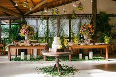 Casamento ao ar livre: decoração da mesa de doces