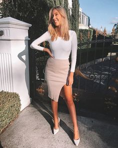 Styling goals right here! 👌 is effortlessly chic in her bodysuit and our Untold Stories Midi Skirt Natural! Outfit Goals, Outfit Ideas, Brunch Outfit, Street Outfit, Lob, What To Wear, Midi Skirt, Bodysuit