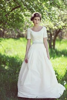 This silhouette, those sleeves + pockets? Perfect  + effortlessly beautiful. #brideside #wedding #dress