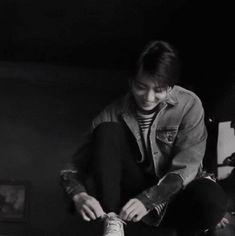 I started crying as soon as I heard his voice. Me- Jungkook. save me Jungkook have had a big crush on Y/N since they met 6 years ago. Taehyung, Jimin Jungkook, Namjoon, Seokjin, Bts Bangtan Boy, Jungkook Smile, Jung Kook, Foto Bts, Taekook