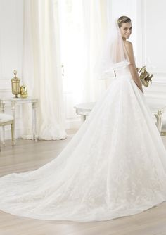 Pronovias Wedding Gowns : Leura