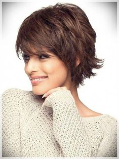 """It can not be repeated enough, bob is one of the most versatile looks ever. We wear with style the French """"bob"""", a classic that gives your appearance a little je-ne-sais-quoi. Here is """"bob"""" Despite its unpretentious… Continue Reading → Bob Haircut With Bangs, Short Hair With Bangs, Short Hair With Layers, Curly Hair Cuts, Short Hair Cuts, Curly Hair Styles, Short Pixie, Thin Hair, Pixie Cut"""