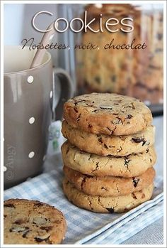Here's a recipe for FALL Cookies for cookie addicts! crispy and melt-in-the-mouth … shortbread … what can I say so good that I could do it again in the process! Desserts With Biscuits, Cookie Desserts, Cookie Recipes, Snack Recipes, Dessert Recipes, Hazelnut Cookies, Chocolate Chip Cookies, Cookies Et Biscuits, Cake Cookies