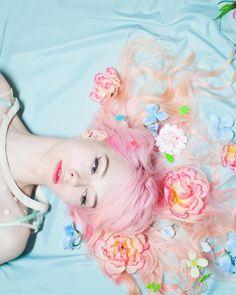 Pretty Pastel Flowers in her Hair. Foto Fantasy, Rosa Pink, Pastel Fashion, Foto Pose, Pretty Pastel, Candy Colors, Pastel Goth, Pastel Colors, Pastel Flowers