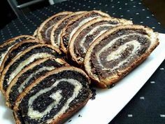 Baigli cu nuca si mac Romanian Food, Romanian Recipes, Just Desserts, Food Art, Biscuits, Pork, Food And Drink, Bread, Chocolate