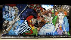 """Vista de los paneles móviles con grafitis diseñados por el artista indio Harsh Raman, que hacen las veces de decorado e impulsores de la historia, en la obra """"Quijote Wallah Project"""", una peculiar versión teatral de la universal obra de Miguel de Cervantes """"El Quijote"""", presentada en el Instituto Cervantes de Nueva Delhi. Gracias a su formato portátil, este innovador proyecto será trasladado a universidades y barrios de la capital india."""