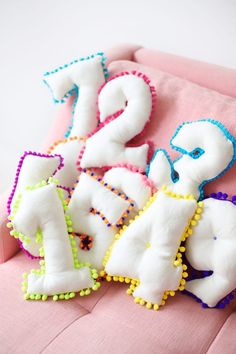 How To Make Number Pillows | studiodiy.com Baby Pillows, Kids Pillows, Diy For Kids, Crafts For Kids, Craft Projects, Sewing Projects, Diy Couture, Sewing Pillows, Diy Interior