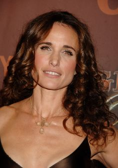 Andie Macdowell, Famous Photos, Famous Faces, Sharon Stone, Square Faces, Natural Women, Aging Gracefully, Plastic Surgery, Beautiful Celebrities