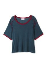 <p>The Ask T-shirt combines sporty details and fine style. Made of a light and stretchy material, it has a relaxed boxy fit, a round banded neckline, short sleeves and tape details in a contrasting colour for a more vibrant look.<br /><br />- The model is 178 cm tall and wears size small, that measures 112 cm in chest circumference, 55 cm in length and 32 cm in sleeve length.<br /></p>