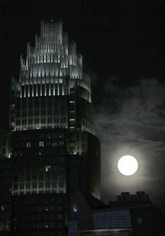 Bank of America. | 8 Super Photos Of The Supermoon