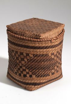 Africa | Basket from the Yombe people of Maritime Province, Congo Freestate | Plant fiber | ca. 1907