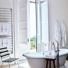 Bathroom / Oivind Haug Photography