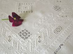 2 - A fili contati (Counted Thread Work) Drawn Thread, Thread Work, Cross Stitch Embroidery, Hand Embroidery, Linens And Lace, Scrappy Quilts, Embroidery Techniques, Needlepoint, Stitch Patterns