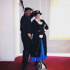 Oh, it's a jolly holliday with you, Bert. Gentlemen like you are few.  @phenomenaexperience #MaryPoppins #Bert #BertCostume #BertCosplay #BertDisfraz #Deshollinador #MaryPoppinsCosplay #MaryPoppinsCostume #MaryPoppinsDisfraz #Disney #DisneyFan #WaltDisney #DisneyCosplay #DisneyCostume #Phenomena #Supercalifragilisticoespialidoso #Supercalifragilisticexpialidocious