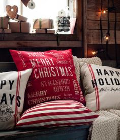Christmas trends bring familiar holiday decorations and traditional Christmas colors that create a nostalgic mood and blend these classic decorating ideas with contemporary holiday decor, fresh images, creative fabric prints and modern colors Christmas Trends, Christmas Town, Noel Christmas, Primitive Christmas, Country Christmas, Christmas Inspiration, All Things Christmas, Winter Christmas, Christmas Pillow