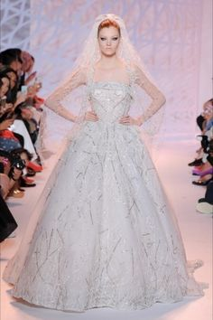 Abito da sposa Chanel - Dalla collezione Haute Couture autunno inverno 2014 2015 di Chanel, abito con gonna ampia.
