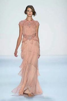 Rose coulor dress.. make me thinks of the greek. . Like it and i enat it!