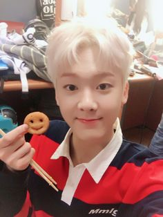 Sanha [산하]   Yoon Sanha [윤산하] How does he look so much like a tater-tot?