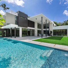 """TrillionaireGang on Instagram: """"$6,200,000. @cerverare For more follow @trillionairegang. Picture/Video is not taken by us, all rights belong to their owners. DM for…"""" Modern Modular Homes, Modern Homes For Sale, Modern Contemporary Homes, Small Modern Home, Modern Style Homes, Modern Miami, Modern Minimalist House, Miami Houses, Modern Bungalow"""