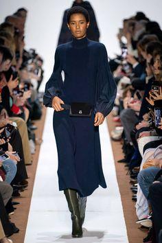 Akris Fall 2019 Ready-to-Wear Fashion Show - Vogue Vogue Fashion, Runway Fashion, High Fashion, Fashion Outfits, Fashion Trends, Fashion Week Paris, Winter Stil, Fashion Show Collection, Mannequins