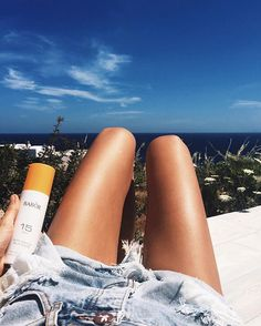 tanning like a boss with my favorite @baborofficial suncare ☀️never forget to protect your ski...