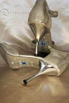 This GEM SOLE for Osaka tanguera. Cool sirver & blue. GEM SOLE design, works; Yumi Fukazawa all CRYSTALLIZED -Swarovski-Elements *Order here; kikitai7@diferente.biz