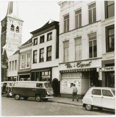 Ginnekenstraat 1974 met links de broodbusjes van Bakker Ouwerling  BREDA