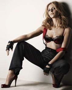 Sarah Michelle Gellar, because i just love her <3