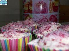 Εύκολα cupcake kiss με μόνο πέντε υλικά! Είναι η ιδανική ιδέα για ένα κοριτσίστικο πάρτυ που τα θέλουν όλα ροζ,για το μπούφε της βάφτισης ή για κέρασμα στο σχολείο!  Υλικα  200 gr ζάχαρη,    200gr φαρινάπ,    200gr βούτυρο,    1 βανίλια,    4 αυγά.  Εκτέλεση