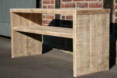 Diese Konsole aus altem recyceltem Bauholz ist bestens geeignet als Untergestell für ein Waschbecken im Bad.Durch die einzigartige Patina des Holzes verströmt dieses Möbelstück seine ganz eigene...
