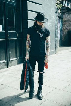 Robin Thiel Der Trend zur weiten Hose – Business of Men's Fashion ( Grunge Outfits, Casual Outfits, Fashion Outfits, Mens Fashion, Men Hipster Fashion, Mens Grunge Fashion, Grunge Men, Streetwear, Rocker Style Men