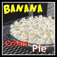 What can be easier than this pie? Bananas, vanilla pudding, cream cheese, and a graham cracker crust come together to make this quick and delicious treat. Banana Recipes, Pie Recipes, Sweet Recipes, Dessert Recipes, Dessert Ideas, Celiac Recipes, Yummy Recipes, Recipies, Just Desserts
